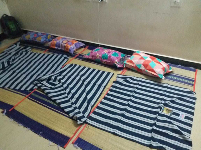 NEW USED MAT, PILLOW & BED SPREAD FOR IMMEDIATE SALE - 2/2