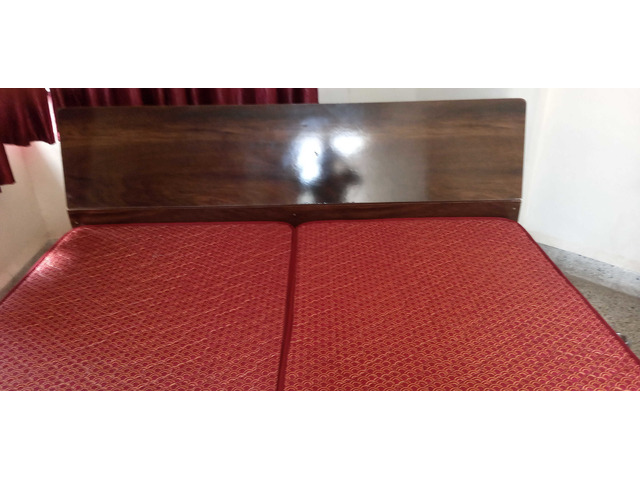 King size bed without Mattress with 4 boxes - 1/1