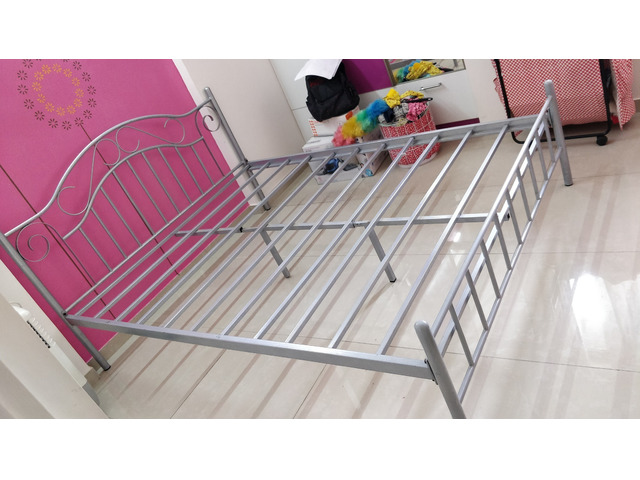 Selling Queen size Metal Bed and Mattress - 3/4