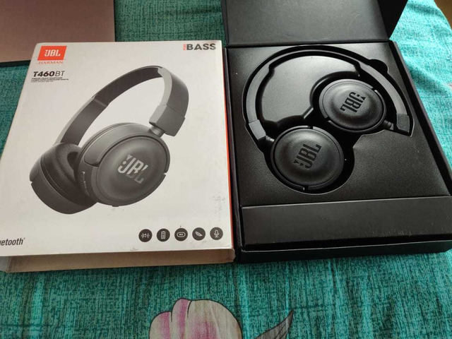 Headphone and Fitbit charger - 3/6