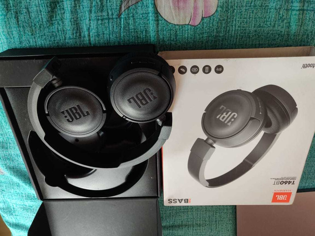 Headphone and Fitbit charger - 5/6