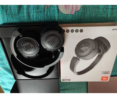 Headphone and Fitbit charger - Image 5/6