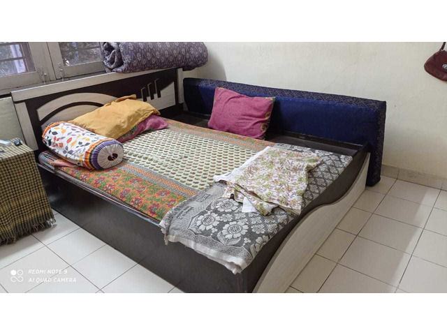 assorted Household furnitures_  items - 7/10