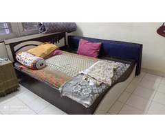 assorted Household furnitures_  items - Image 7/10