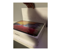 BRAND NEW Apple iPad Pro 2020, 128GB, Wi-Fi, 11 in - Space Gray - Image 2/2