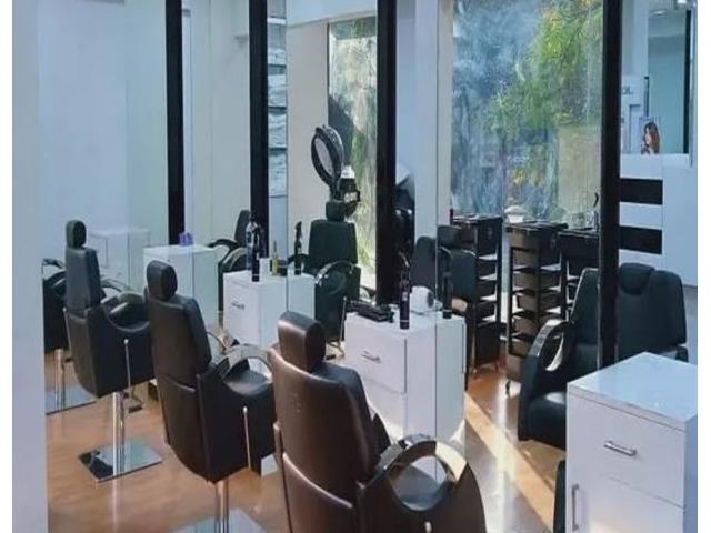 LooksMatter Unisex Salon - 9/10