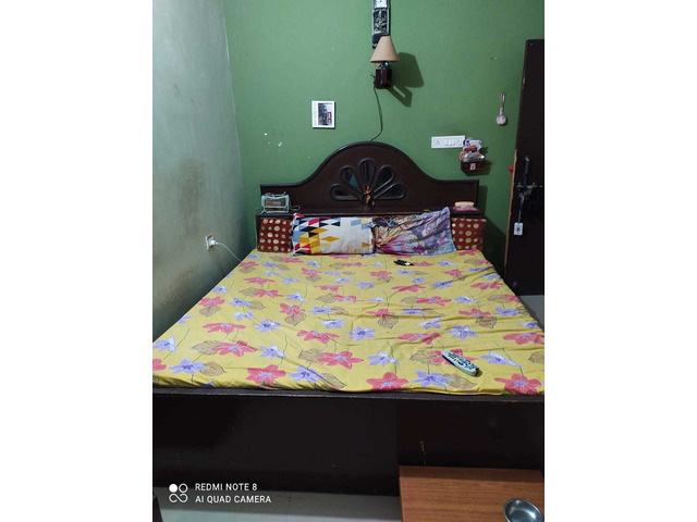 Double size bed - 1/1