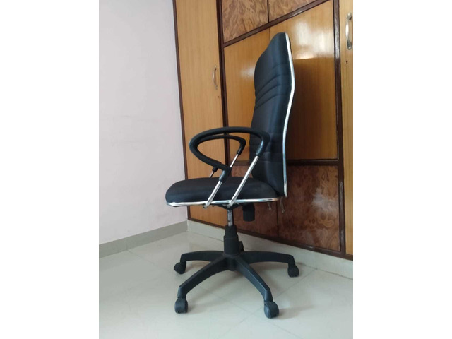 Office Chair - 2/4