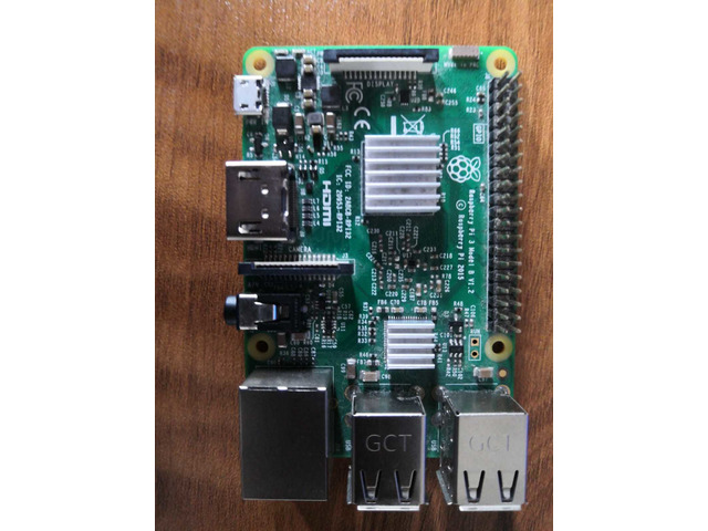 Raspberry Pi 3 Model B, with clear case, heatsink and 2.5 A adapter - 1/5