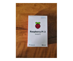 Raspberry Pi 3 Model B, with clear case, heatsink and 2.5 A adapter - Image 2/5