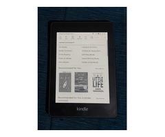 Kindle Paperwhite 10th Gen - Image 1/2