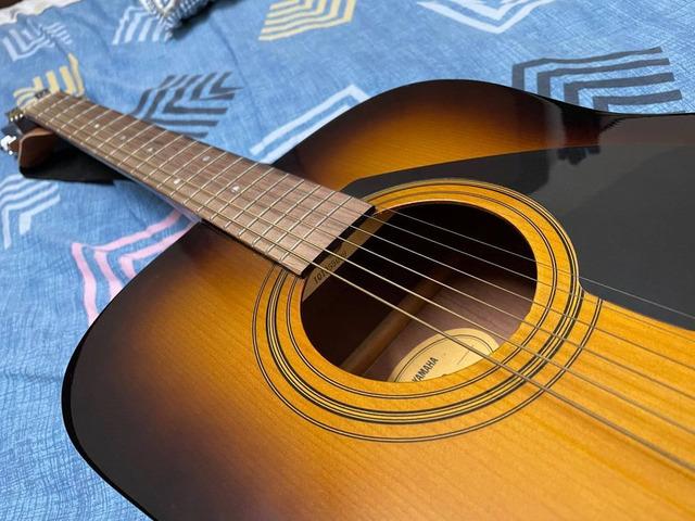 Yamaha F310 Guitar - 2/2