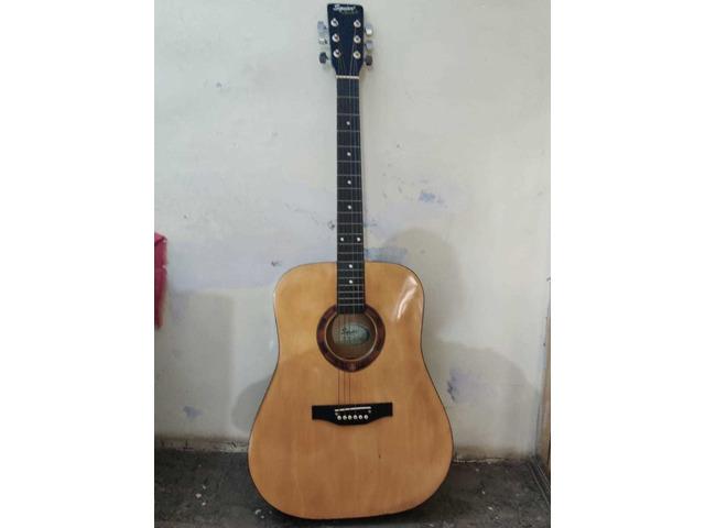 Squier by fender guitar - 2/10