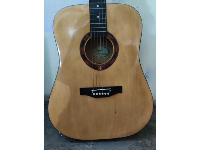 Squier by fender guitar - 4/10