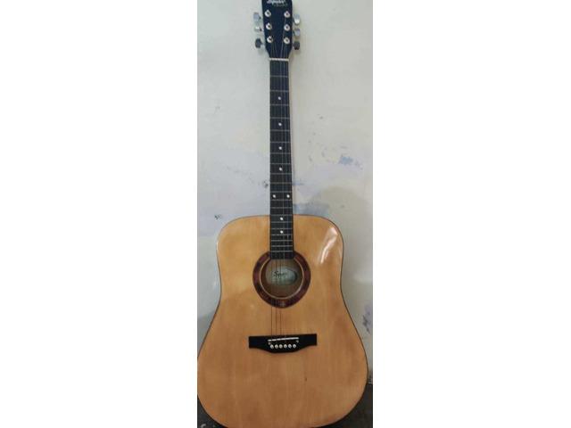 Squier by fender guitar - 5/10