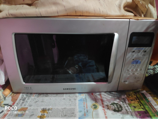Samsung oven is in good condition. It bakes, roast and grilI the food - 1/1