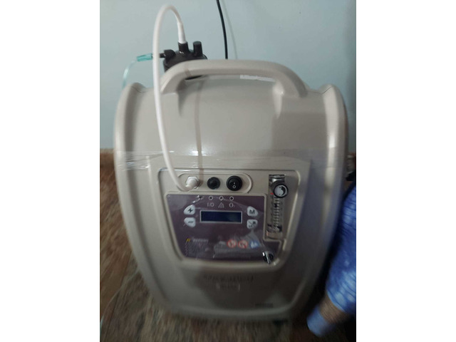 Oxygen concentrator barely used - 3/5