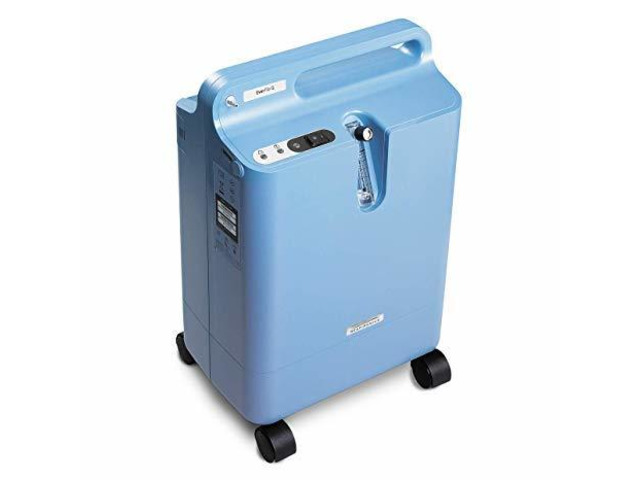 """Selling 6 months old """"Philips Oxygen Concentrator Respironics Ever-flow"""" - 1/1"""